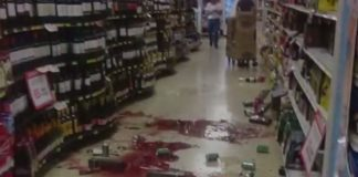 Ecuador earthquake supermarket aftermath 2016-04-16
