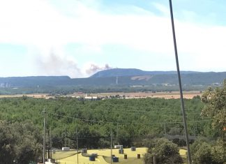Smoke plume from the fire near Aix en Provence. Taken by Max Kaczor in Vinon sur Verdon.