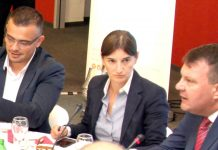 From left to right: Branislav Nedimovic, Ana Brnabic, Igor Mirovic. Photo by:mediaportal.vojvodina.gov.rs.