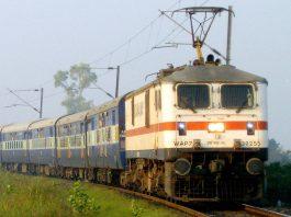 Indian Railways -Electric locomotive. Photo by: Shan H. Fernandes.
