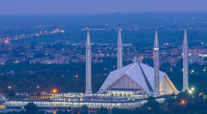 Islamabad, Pakistan. Faisal mosque. Photo by: Abdul Baqi.Islamabad, Pakistan. Faisal mosque. Photo by: Abdul Baqi.