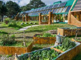 Uruguay: Self-sustainable school.