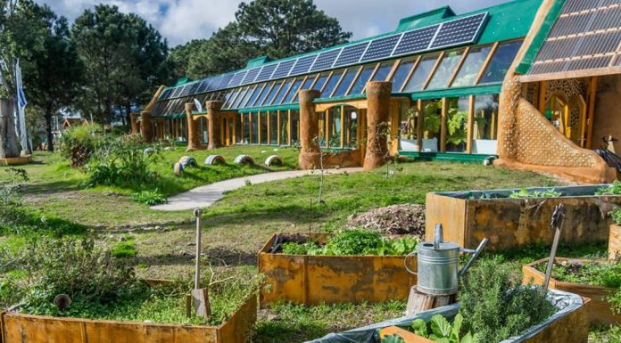 Uruguay: Self-sustainable school.