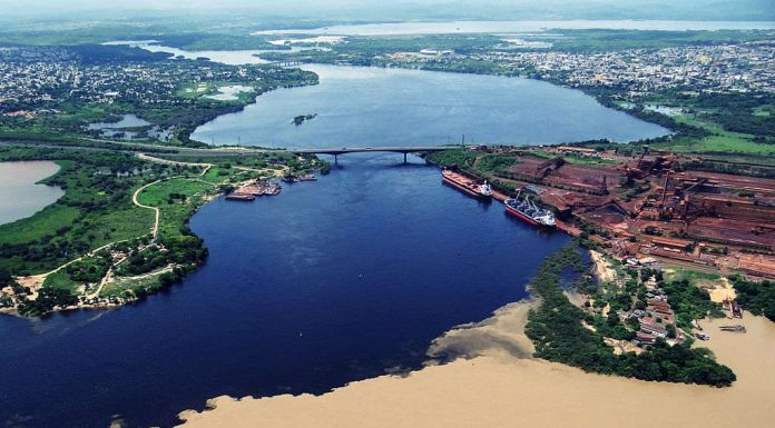 Orinoco and Caroní river union. Bolivar State. Photo by: Heribert Dezeo.