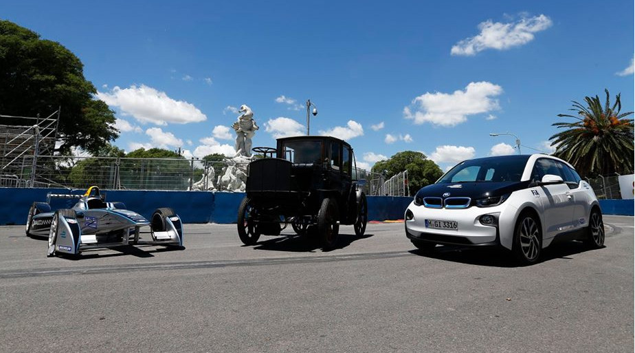Electric cars at the FIA Formula E in Buenos-Aires. Spark Renault, 1904 Krieger and BMWi3. Image by: FIA Formula E.