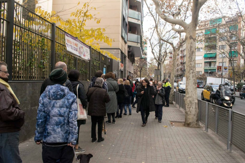 Citizens of Catalonia line-up to vote for their regional government. Photo by: Evan McCaffrey