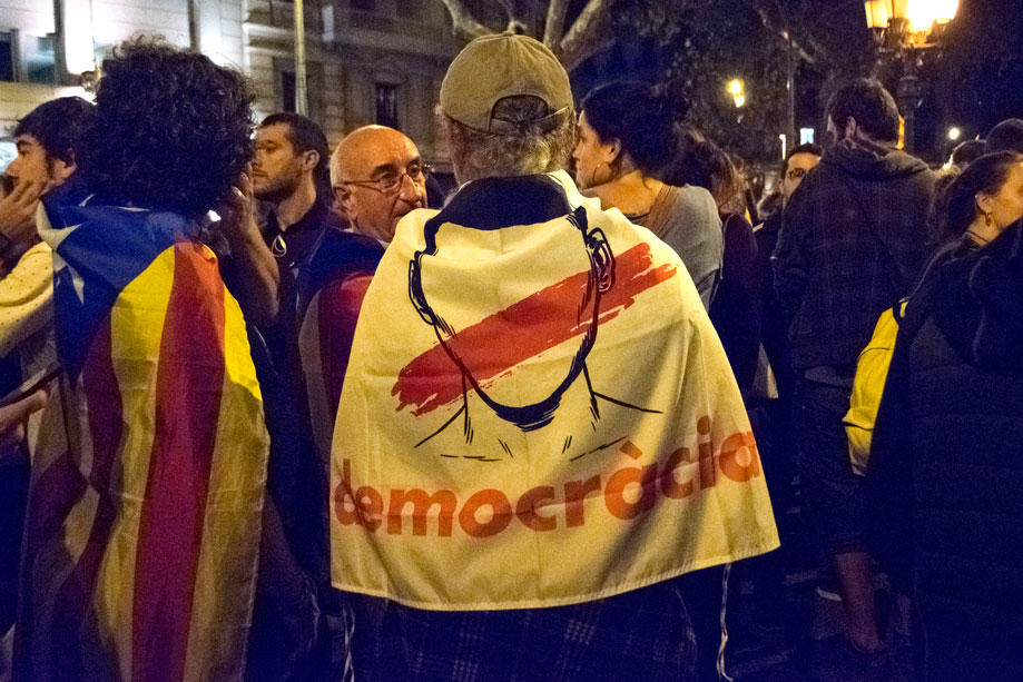Pro-Catalan Independence demonstrators organize before regional elections. Photo by: Evan McCaffrey.
