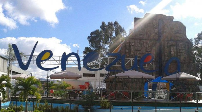 Venezuelan tourism sign. Photo by: Osman Fernandez.
