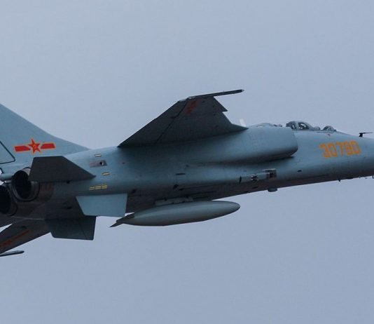 Xian JH-7 fighter bomber aircraft. Photo by Alert5.