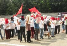 A group of activists staging a demonstration. -Polytechnic University of the Philippines. Photo by: Ace Mendiola.