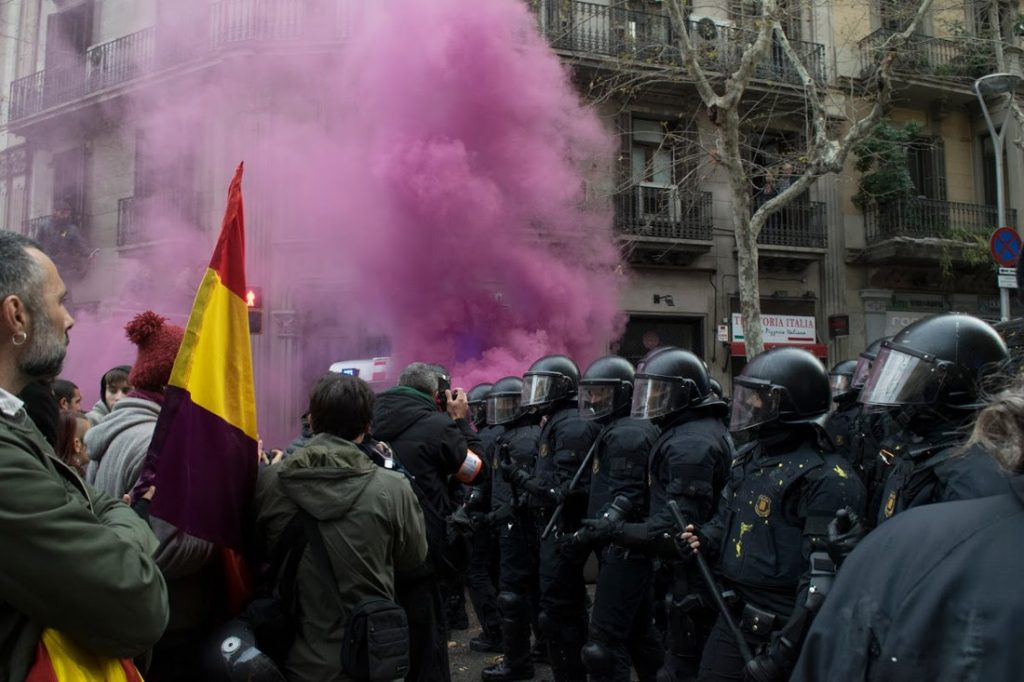 Protestors and riot police clash in Barcelona following the arrest of former Catalan President Carles Puigdemont. Photo by: Evan McCaffrey.