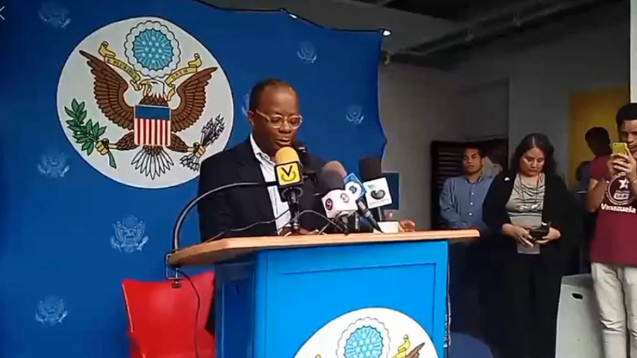 US Ambassador, Todd Robinson, press talk after being given 48h to leave the country. Merida, Venezuela.