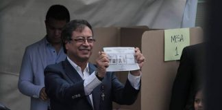 Colombian Presidential candidate, Gustavo Petro at the voting booth. Photo by: GustavoPetroUrrego official Facebook account.