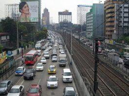 Heavy traffic on the EDSA in Makati City. Photo by: Scandi.
