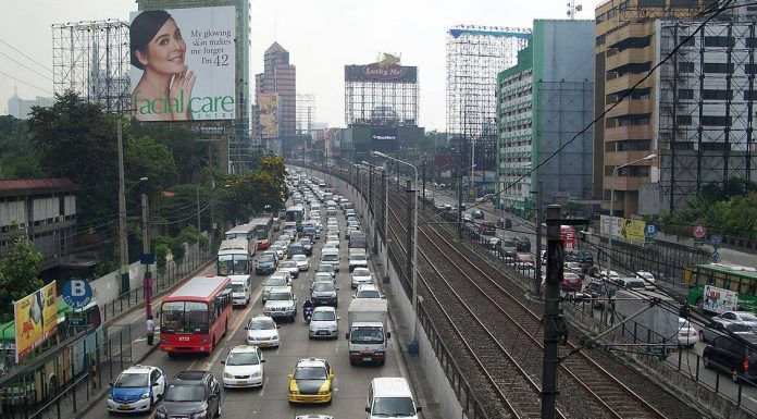 Heavy traffic on the EDSA in Makati City. Photo by: Scandi.