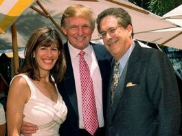 Robin Bernstein, the new US Ambassador to the Dominican Republic, posing with her husband, Richard Bernstein, and President Donald Trump. Photo by: The Independent