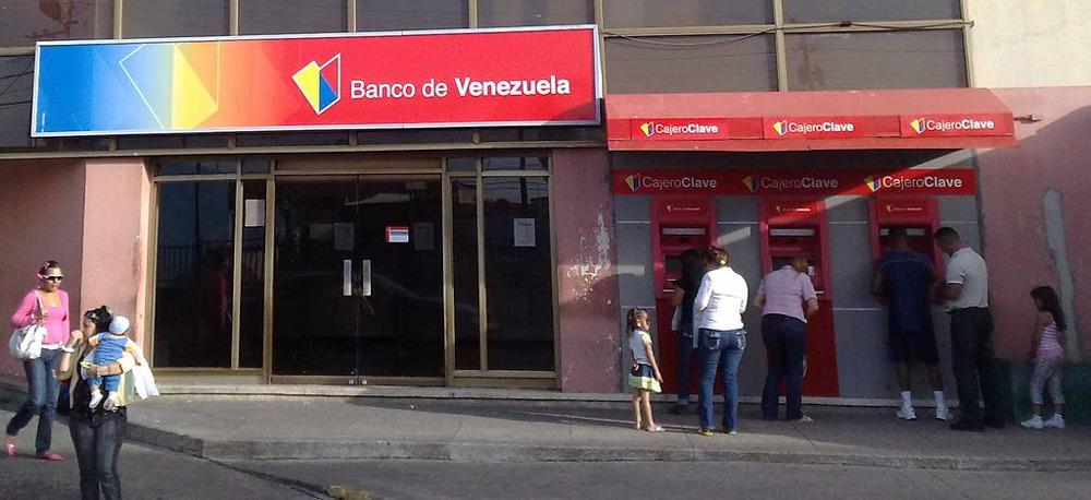 Outside Banco de Venezuela in Punto Fijo, Venezuela. Photo by: ArwinJ.