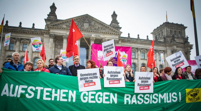 """Protest against the AfD in the Bundestag. The sign reads """"Stand up against racism"""". Photo by: Martin Heinlein."""
