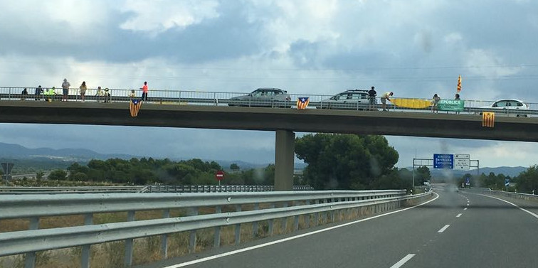 "Independentists protesting in Autovía A-2. Sign reads ""Republica Catalonia"" Photo by: ViaNews."