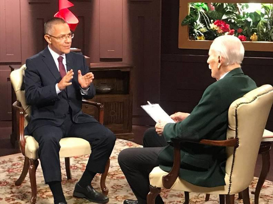 Venezuela Culture Minister, Ernesto Villegas, with JV Rangel. Photo by: Courtesy José Vicente Rangel.