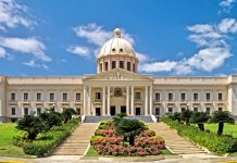 The National Palace is the Dominican Republic president official residence. Photo by: Jean-Marc Astesana.