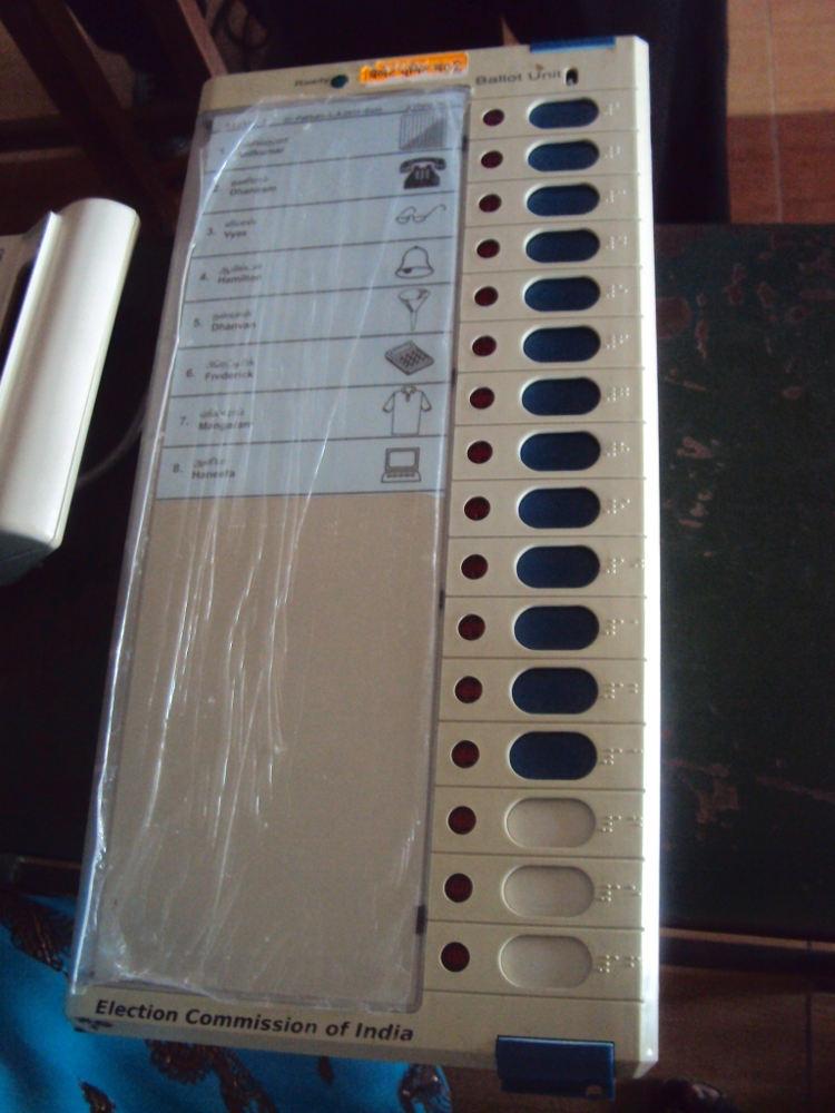 Indian Electronic Voting Machine (2011). Photo by: பரிதிமதி.