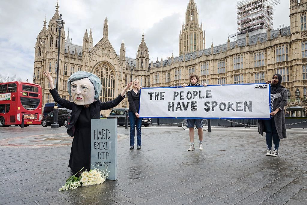 Activists from global citizens´movement Avaaz with Theresa May puppet mourning at the grave of hard Brexit. (June 2017). Photo by: Avaaz.