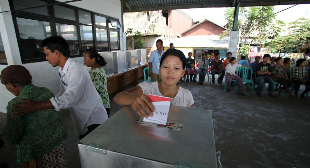 A woman votes in Indonesia's 2009 presidential election. Photo by: Department of Foreign Affairs and Trade.