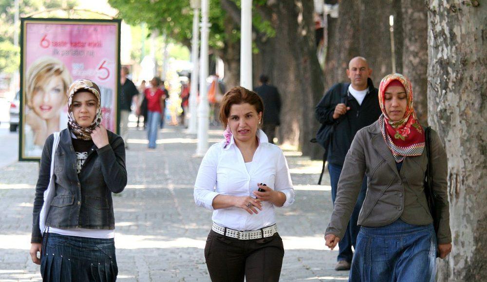 Women in Turkey. Photo by: Shahram Sharif.