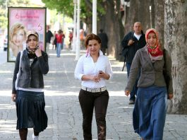 Women in Turkey. Photo by: Shahram Sharif.