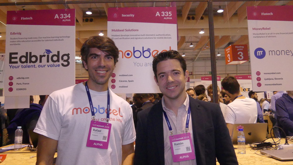 From left to right: Rafael Campillo and Ramón from the Mobbeel team. Photo by: ViaNews.