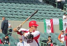 Aaron Bates playing for Team Puerto Rico hitting against the Dominican Republic at 2013 Serie del Caribe. Photo by: TooMuchInfo24.