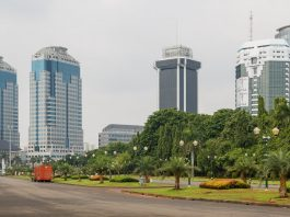 Central Bank of Indonesia (left side). In the middle: Kantor Pusat PT Indosat, the headquarters of the major telcommunications operator. At the right side (frontbuilding): Sapta Pesona Building (Ministry of Tourism and Creative Economy Campus). Image by: CEphoto, Uwe Aranas