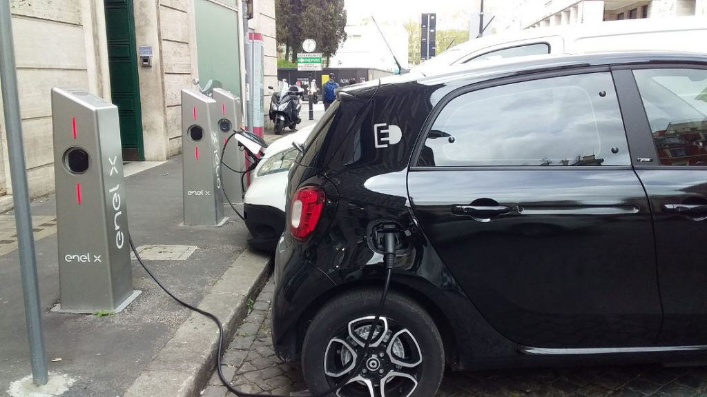 Electric car charging (Rome). Photo by Cecilia Demartini.