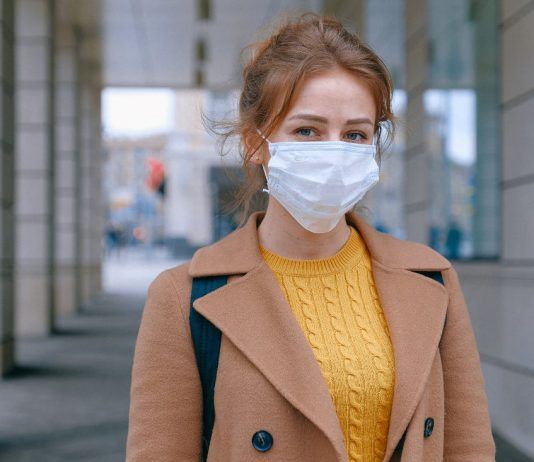 Woman with mask to prevent the spread of coronavirus. Europe is preparing to face the pandemic. Photo by: Anna Shvets.