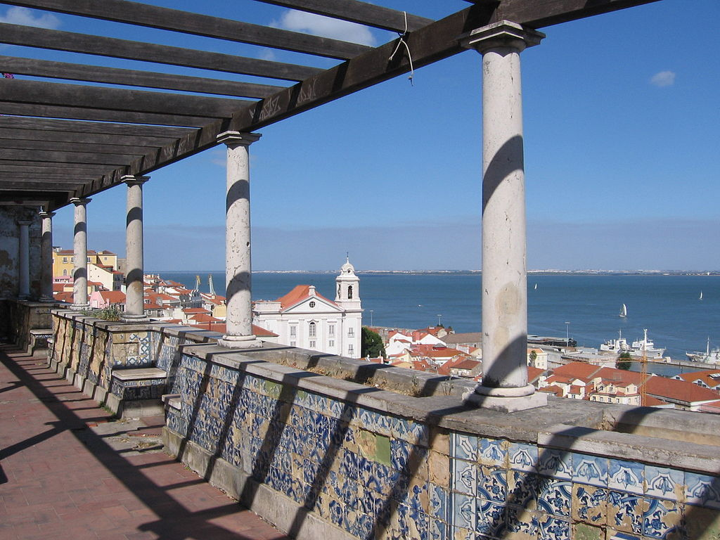 Miradouro de Santa Luzia, Alfama, Lisboa, Portugal. Photo by: Public Domain - no known author.